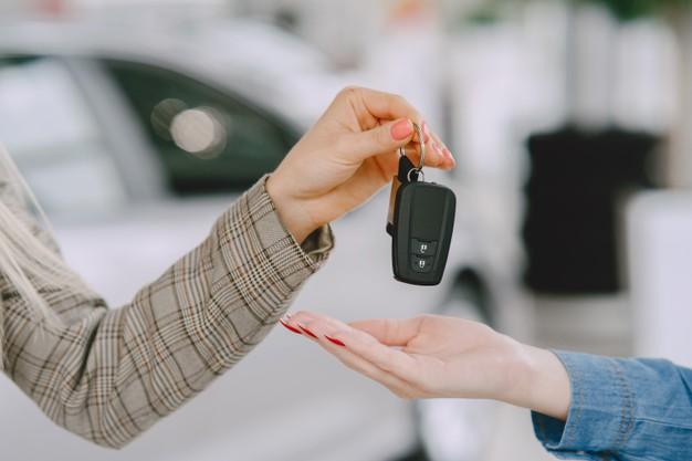 Woman-selling-car